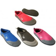 Aqua shoe youth size 5  (No VAT will be added to this product)